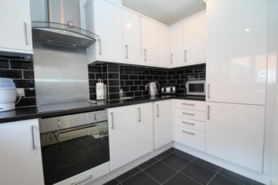 Hanbury Home Improvements Ltd 100 Feedback Kitchen