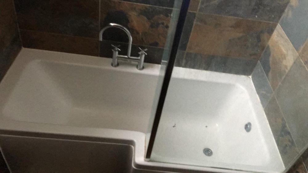 Re-seal a bath in E14 - Handyman job in Canary Wharf, East ...