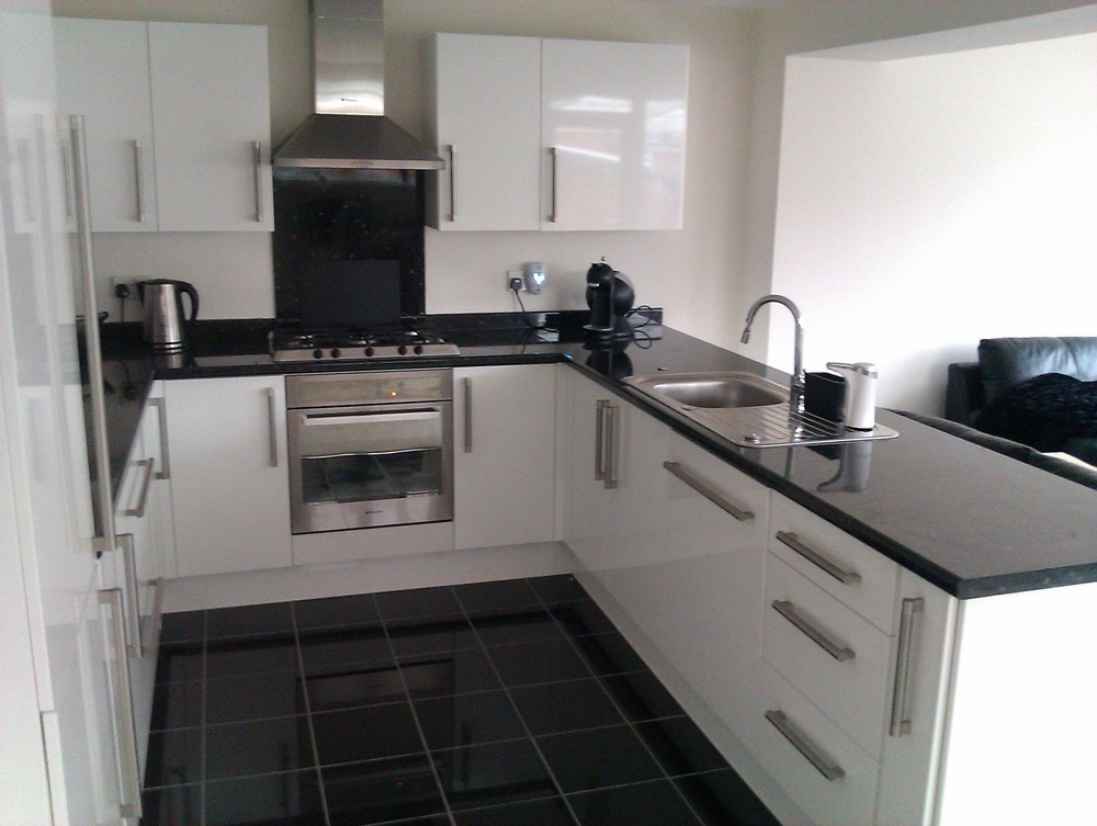 Stavros mourikis 100 feedback kitchen fitter bathroom fitter flooring fitter in coventry Kitchen design and fitting