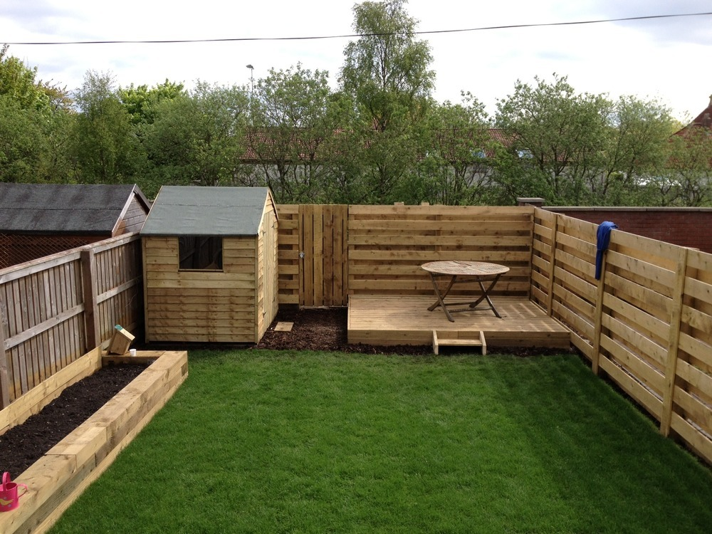 Landscape gardener driveway paver fencer in edinburgh for Garden decking and grass ideas