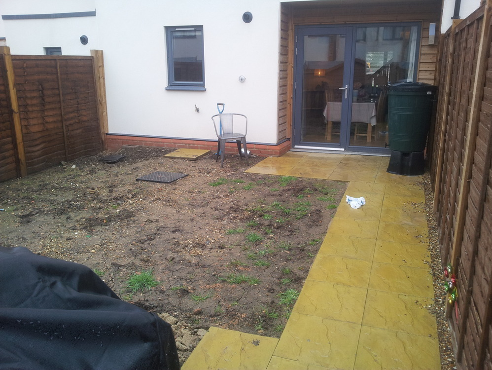 Install garden deck 18m2 and painting garden fences for A mural with an area of 18m2