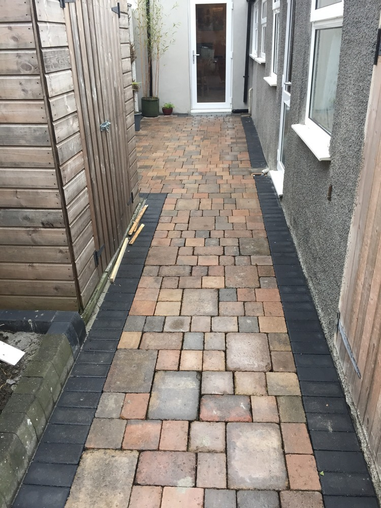 courtyard landscapers driveway paver in saltash