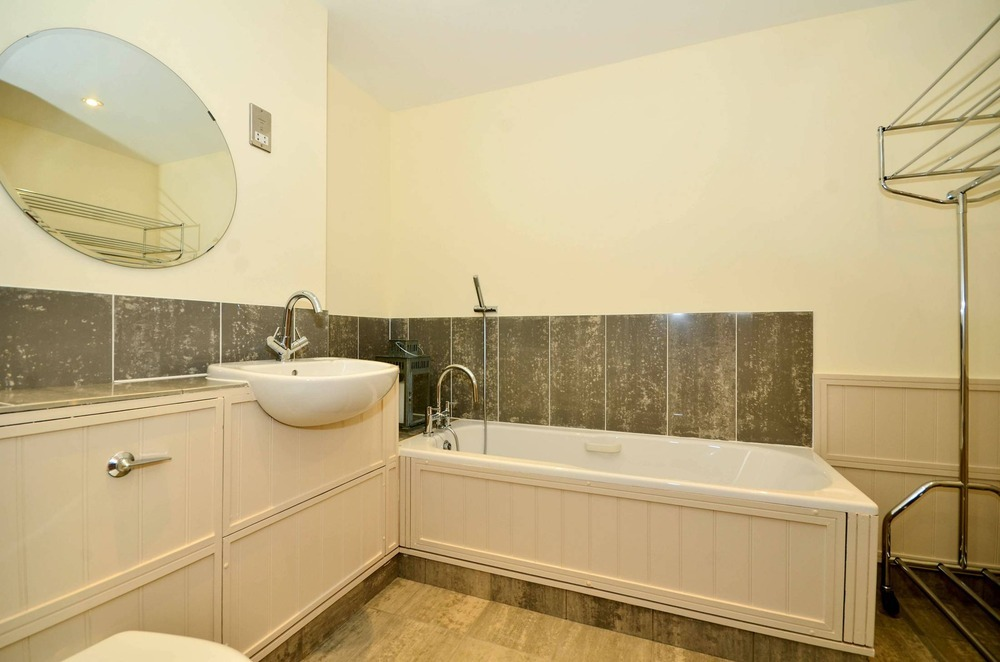 High Quality Bathroom Fitters For 2 Bathrooms Wetrooms Bathroom Fitting Job In Canary Wharf