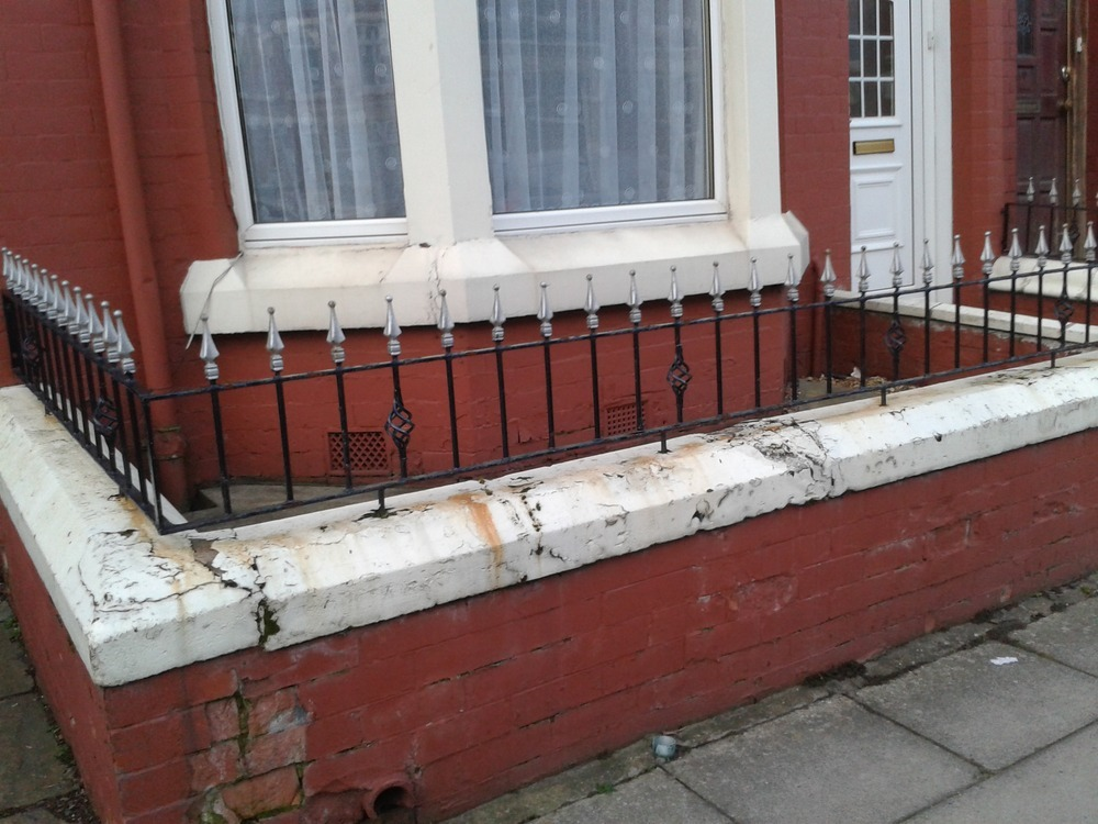 Painting the exterior of my end terraced house painting decorating job in liverpool for Exterior house painting liverpool