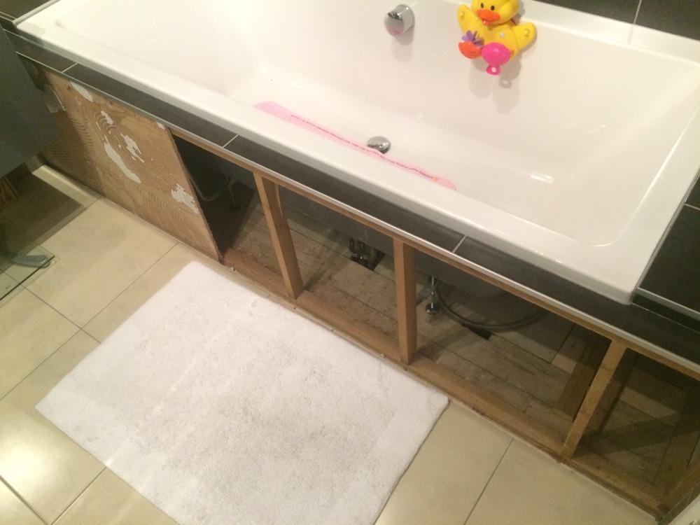 Tile board for bathrooms
