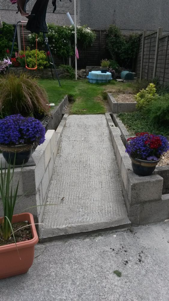 Completing landscaping in garden landscape gardening job for Gardening jobs cornwall