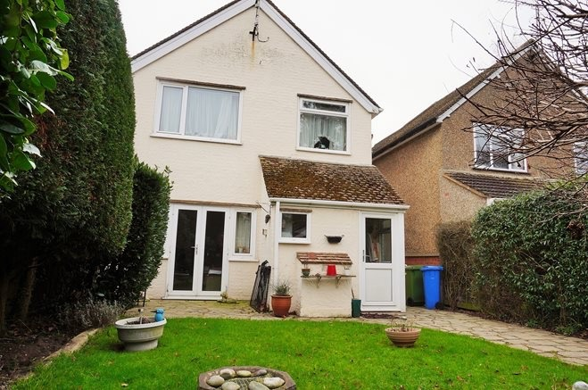 Paint exterior rendered walls painting decorating job in farnborough hampshire mybuilder - How to paint rendered exterior walls decoration ...