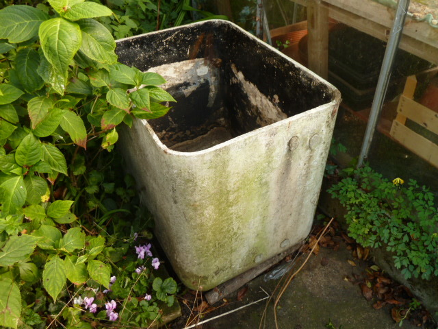 Water Tank Asbestos : Removal and disposal of an old asbestos water tank