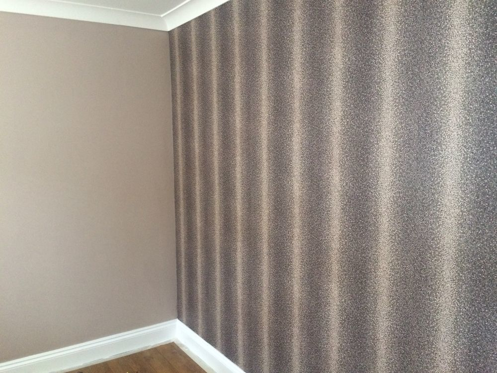 A m decorating 100 feedback painter decorator in for Wallpaper lounge feature wall