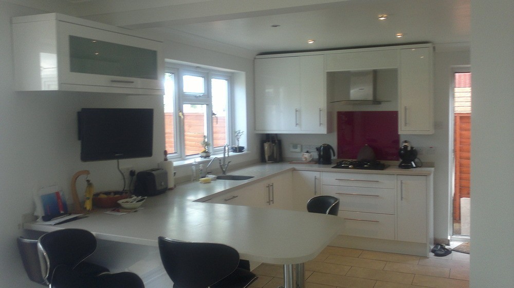 Willow Carpentry 87 Feedback Kitchen Fitter