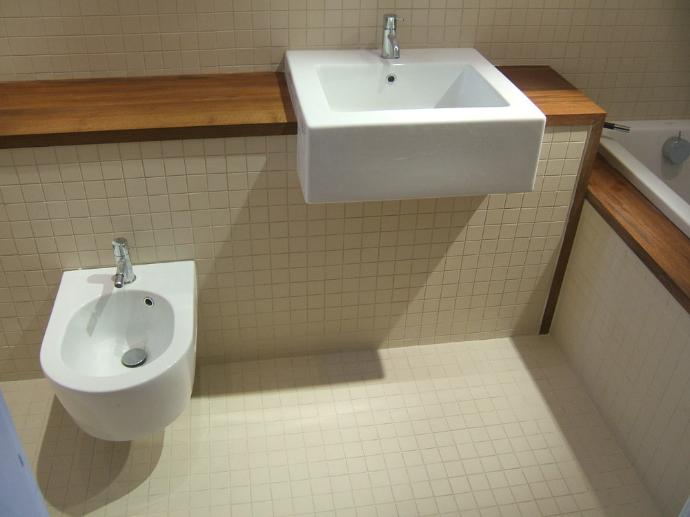 Small Wc Sink : ... porcelain mosaics with teak worktops, wall hung toilet and bidet
