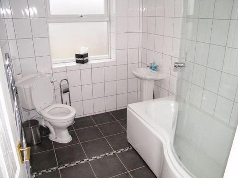 Ray shaw 99 feedback bathroom fitter plumber tiler in for Bathroom builders liverpool