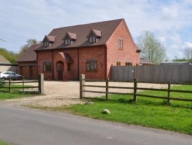 Rjd developments 100 feedback bricklayer new home for Modern homes leamington