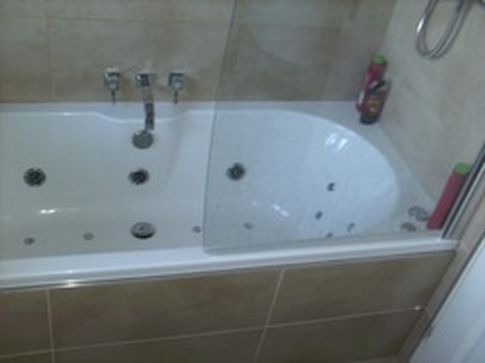 Bathroom Jacuzzi shower bath whirlpool - cratem