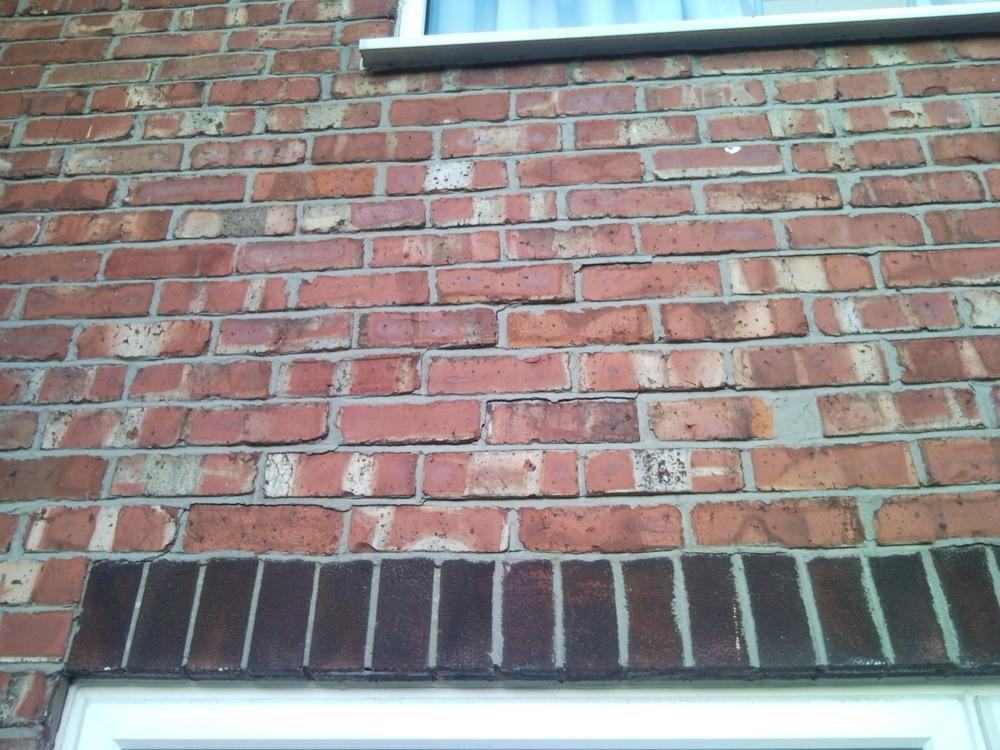 Lintel Failure Above Living Room Window Bricklaying Job
