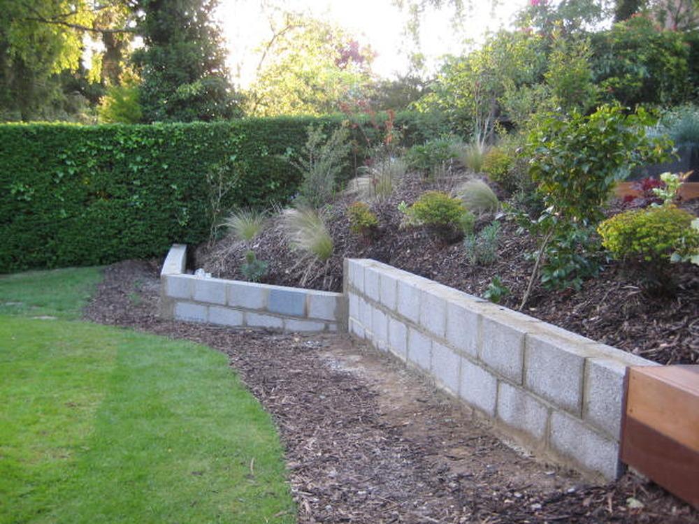 Render Garden Wall Plastering Job In Farnham Surrey