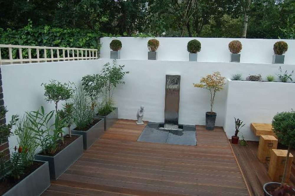 Re render garden wall plastering job in richmond surrey for Rendered garden wall designs