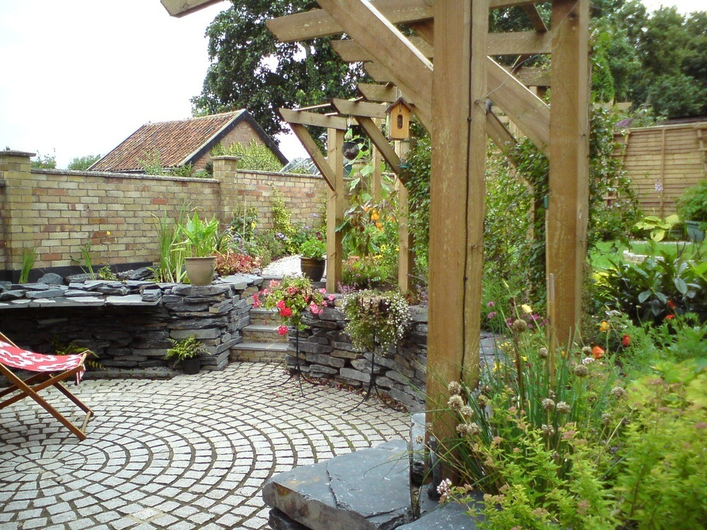 Georgina read design landscaping landscape gardener in for Garden decking norwich