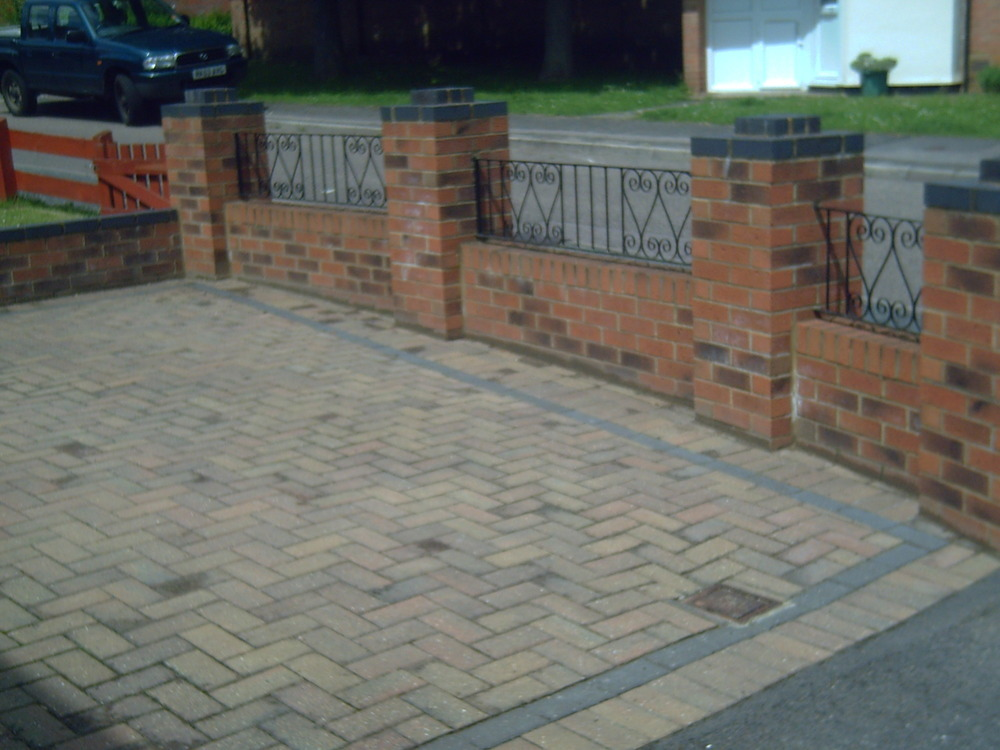 Shoesthystyl Building A Brick Garden Wall Images