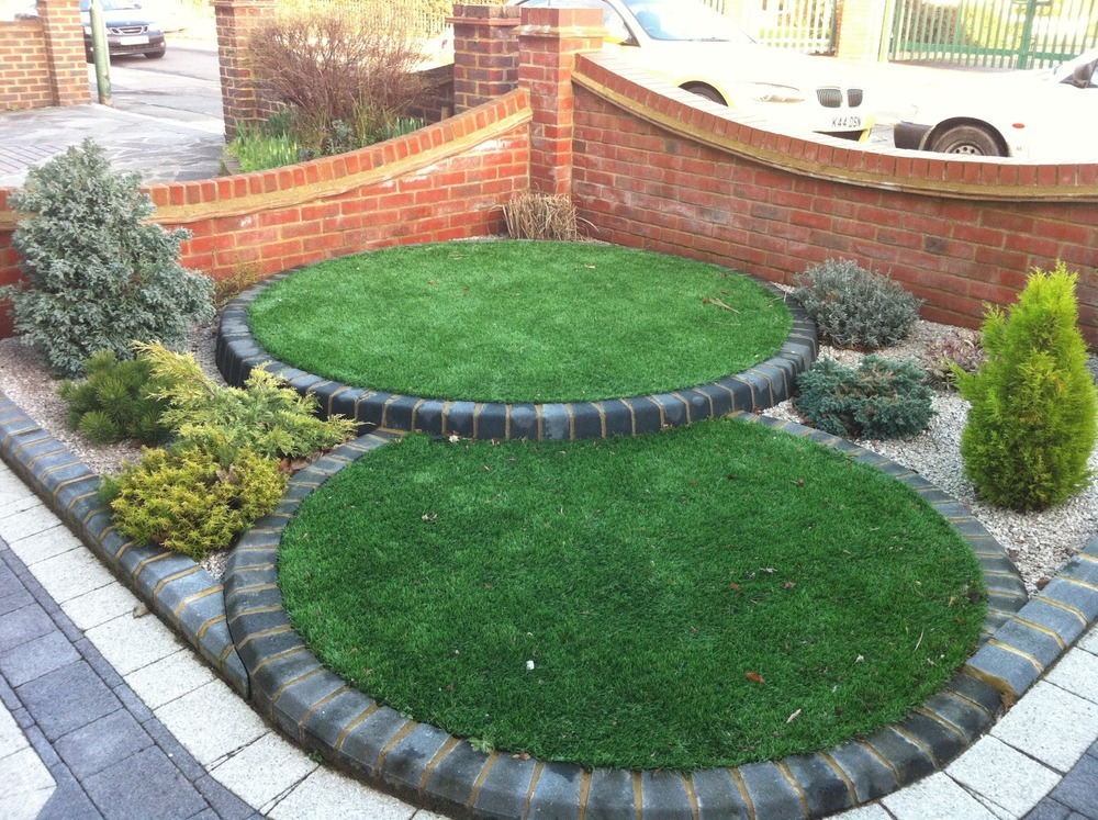 landscape small front garden approx 15ft x 10ft ...