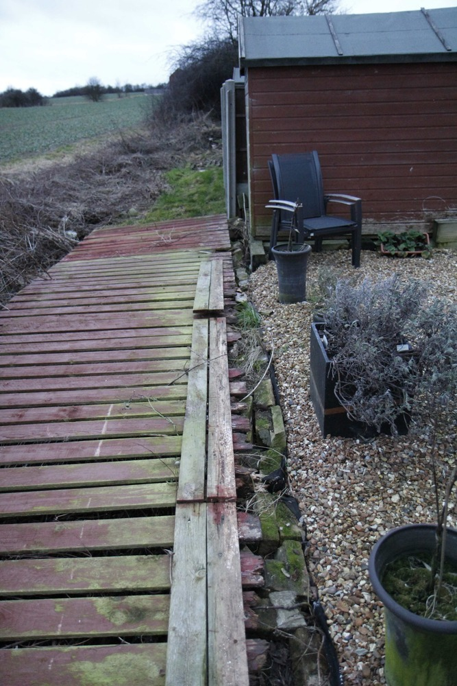 New 8m Panel Fence Concrete Posts And Kick Boards