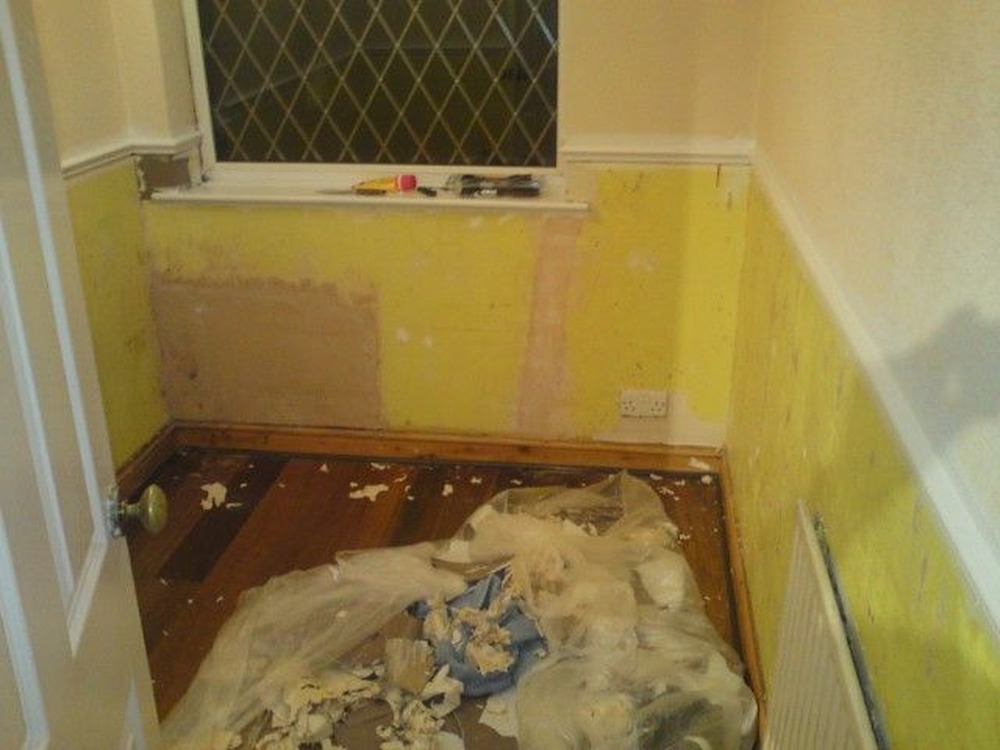 Cake Decorating Job Leeds : Small box room needs painting & wallpapering finishing ...