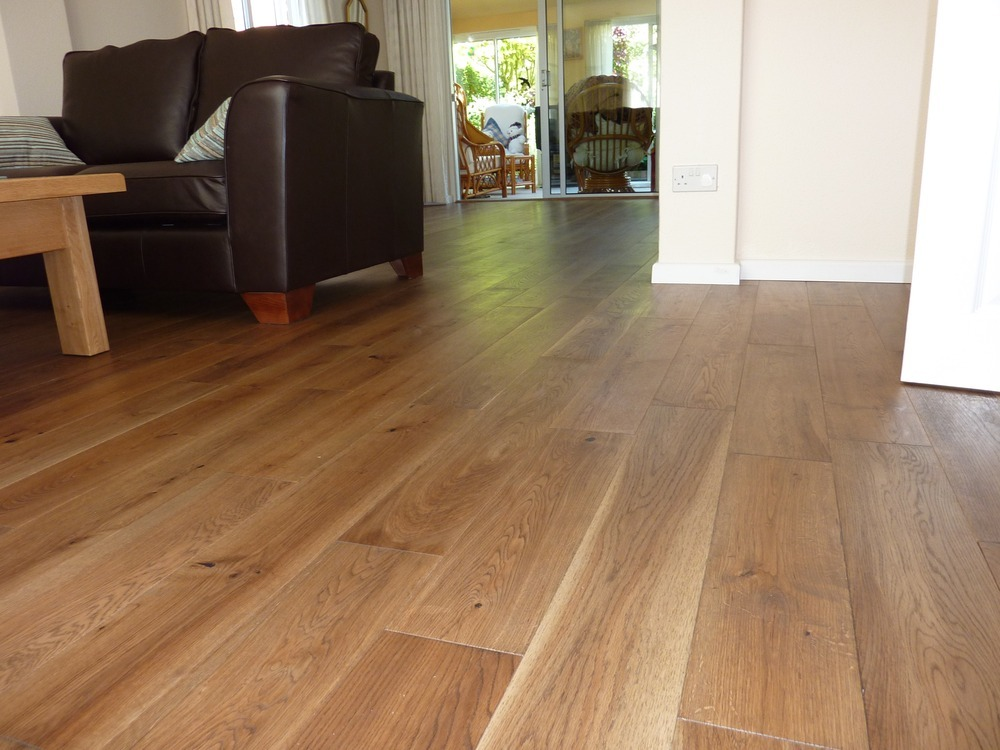 lyndon laminate wood floor ltd flooring fitter in birmingham. Black Bedroom Furniture Sets. Home Design Ideas