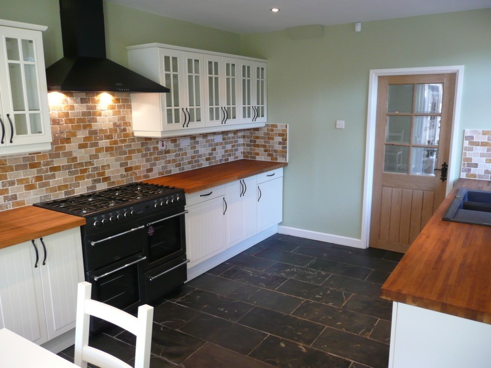 Painter Amp Decorator Kitchen Fitter Flooring Fitter In