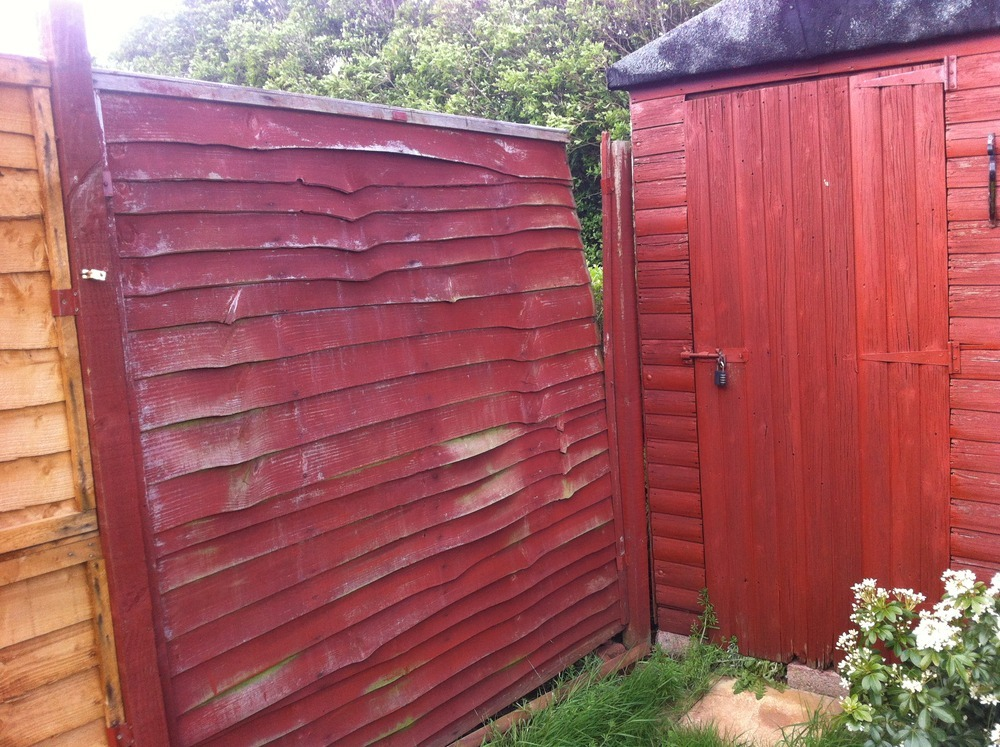 Replace Damaged Fence Panels In Back Garden Fencing Job