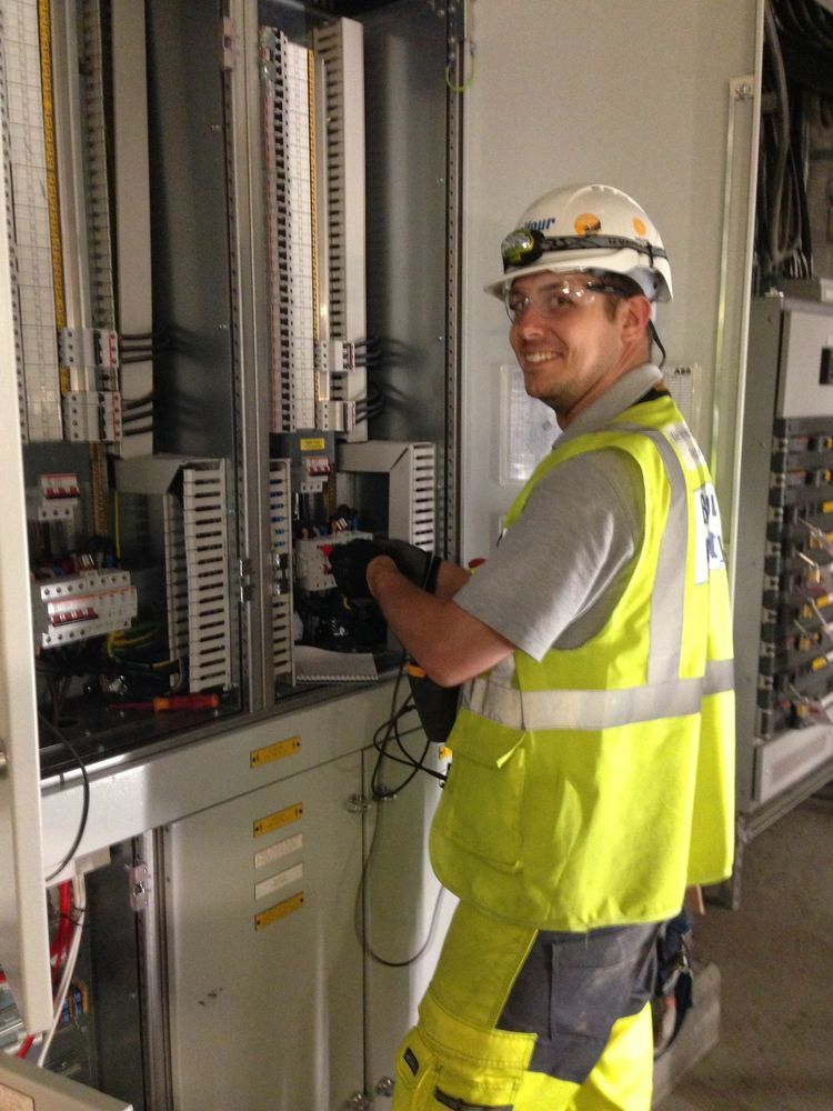 wilkins electrical solutions  100  feedback  electrician