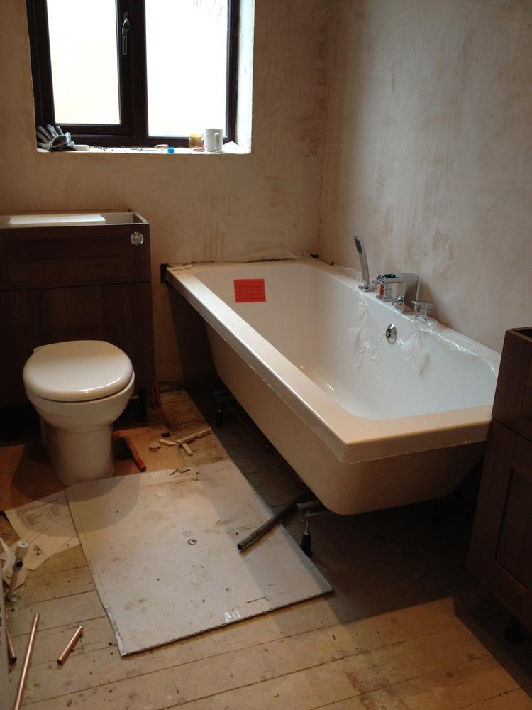 Bathroom tiling only x tiled bath panels for Bathroom ideas 3m x 3m