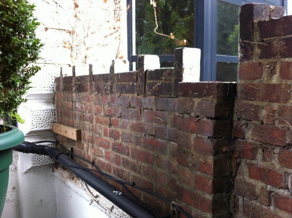 Re Lay Top Course Of Bricks In Victorian Garden Wall Bricklaying