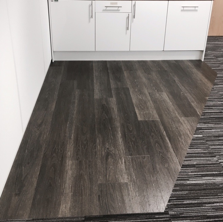 Hard Wearing Vinyl Floor Covering: Luxury Vinyl Tile Company: 100% Feedback, Flooring Fitter