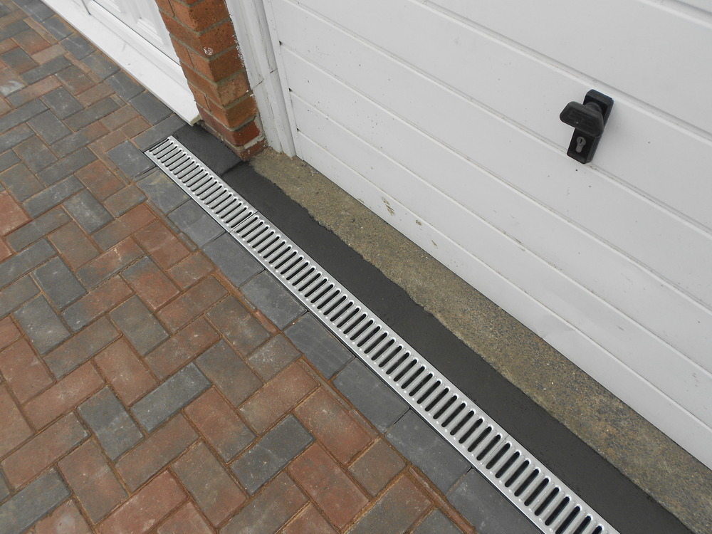 K winter patios and paving 100 feedback driveway paver for Drain de garage installation