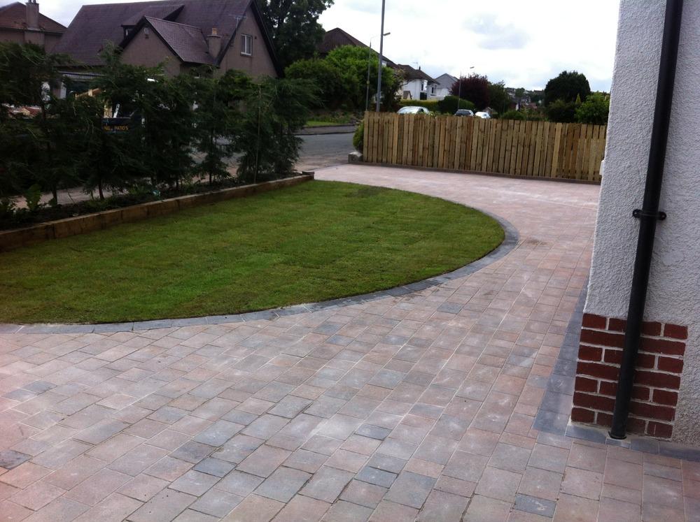 Custom landscapes ltd 100 feedback driveway paver for Semi circle driveway designs