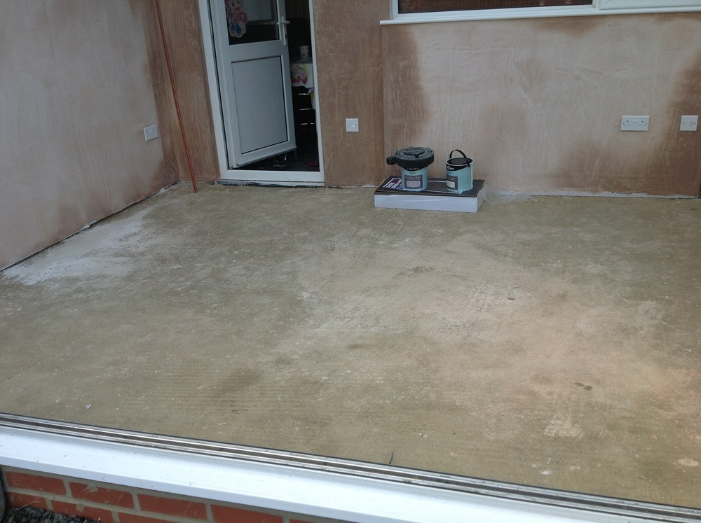 To lay tile loc type laminate floor in conservatory for Flooring jobs