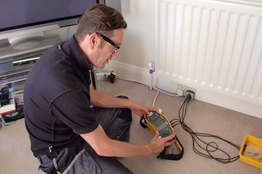 Thomas Electrical Contractor London Ltd 95 Feedback