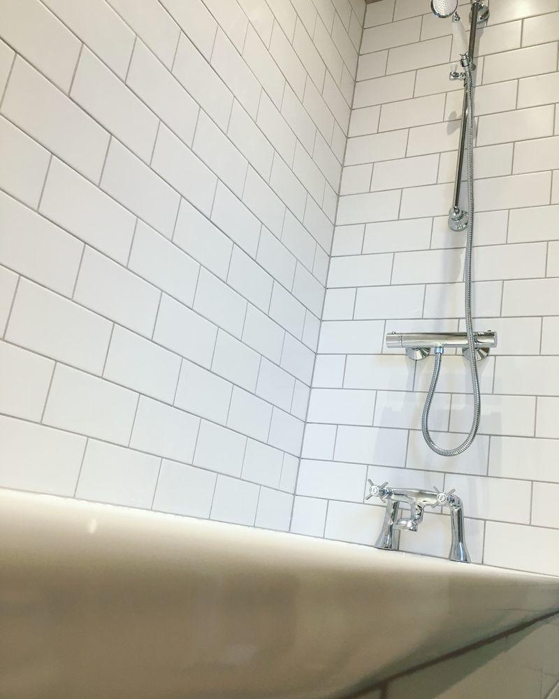 Heywood Bathrooms: Bathroom Fitter, Tiler in Ealing