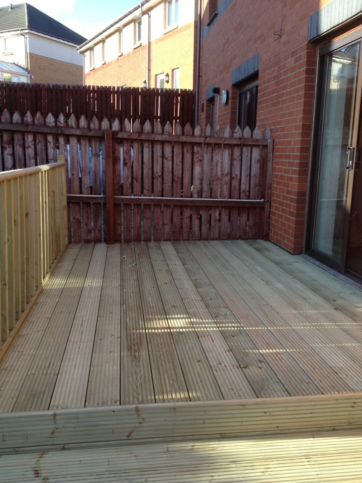 Bmbuilders 100 feedback fencer landscape gardener for Garden decking glasgow